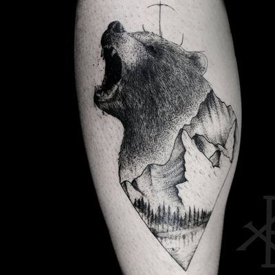 Composição super elegante #BrunoAlmeida #tatuadoresdobrasil #tatuadoresbrasileiros #tatuadoresbr #blackwork #bear #urso
