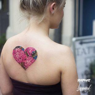 Floral heart by Andrey Lukovnikov (IG- lukovnikovtattoo) #AndreyLukovnikov #top10 #floral #backpiece
