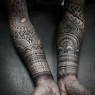 Forearm sleeves. (via IG - alexiscalvie) #dotwork #geometric #sleeve #largescale #alexiscalvie