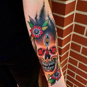 Vibrant traditional skull tattoo #JoshDavis #traditional #skull #skulltattoo #traditionalportrait