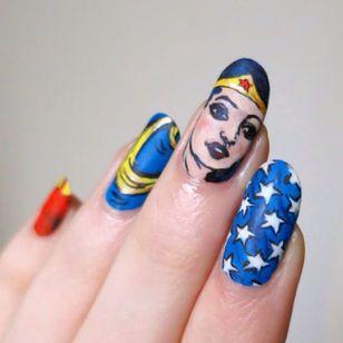 Wonder Woman by Lady Crappo (via IG-ladycrappo) #nailart #artist #art #wonderwoman #comicbook #superhero #ladycrappo