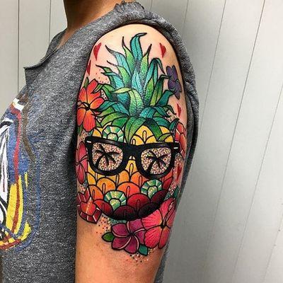 Abacaxi descolado #RobertoEuan #gringo #fullcolor #colorida #abacaxi #pineapple #flor #flower #oculo #glasses #coqueiro #coconuttree #cristal #crystal
