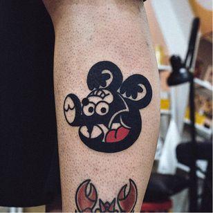 Mickey Mouse Felix tattoo by Woo Loves You #woolovesyou #tvtattoos #felix #blackfill #linework #cartoon #newtraditional #MickeyMouse #Disney #portrait #felixthecat #cat #kitty #cute #tattoooftheday