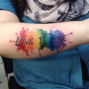 Amor é amor! Feita por john! #John #OrgulhoGay #GayPride #OrgulhoLGBT #ParadaGay #GayParade #preconceitoNao #amorlivre #freelove #arcoiris #rainbow