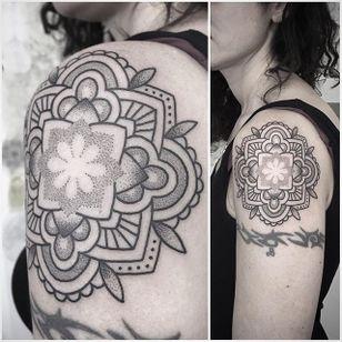 Dotwork Tattoo by Virginia Ottani #Dotwork #Linework #Dots #DotworkTattoos #VirginiaOttani
