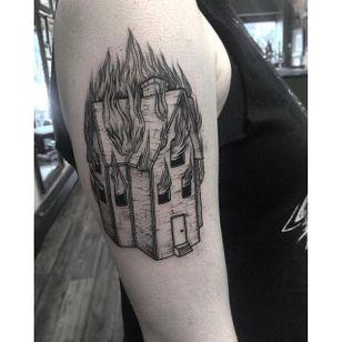 Blackwork tattoo by Nomi Chi. #NomiChi #blackwork #haunting #macabre #illustration #house #burning #btattooing #blckwrk