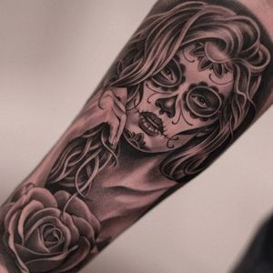Jun Cha's (Instagram @juncha) take on La Catrina exemplifies how black and grey realism has allowed the iconic image to evolve over time. #blackandgrey #JunCha #LaCatrina #realism #roses #traditional