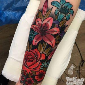 Maravilhosas flores coloridas! #flores #flowers #PiotrGie #coloridas #tatuagenscoloridas #colorful #brasil #brazil #portugues #portuguese