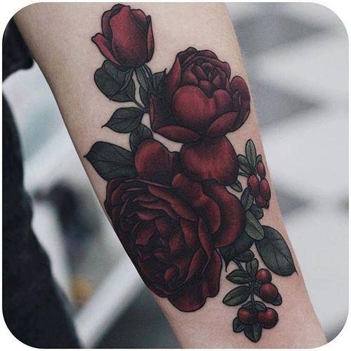 Beautiful red roses via @fflowerporn #roses #floral