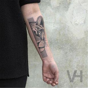 Another rad lioness tattoo by Valentin Hirsch #lioness #lion #dotwork #ValentinHirsch