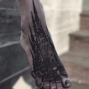 Towers on toes by Houston Patton #ttowerempire #thievesoftower #houstonpatton #blackwork #linework #castle #tattoooftheday