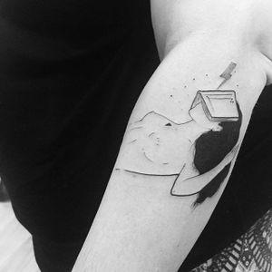 Fine line woman lost in a wizarding world tattoo by Bru Simões. #BruSimoes #fineline #woman #feminine #lovely #feminism #subtle #illustration #drawing #blackwork #dotwork #harrypotter #book #booklover