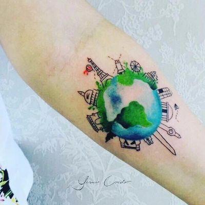 Por Yasmin Coiado #YasminCoiado #brasil #brazil #brazilianartist #TatuadorasDoBrasil #minimalist #minimalista #fineline #aquarela #watercolor #colorido #colorful #delicate #delicado #mundo #world #planeta #planet #viagem #travel