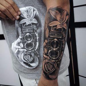 Por Klebyz Soares! #KlebyzSoares #tatuadoresbrasileiros #realism #realistic #realistictattoo #blackandgrey #photograph