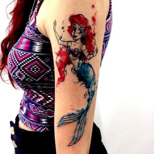 Ariel por @johnneedle ! #Aquarela #TattooAquarela #Watercolor #WatercolorTattoo #Ariel #pequenasereia #TheLittleMermaid  #SereiaTattoo #Sereia #Mermaid #mermaidtattoo #TatuadoresBrasileiros #TatuadoresBrasil #TatuadoresBr