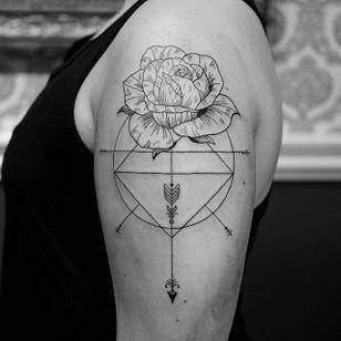 Line work and rose tattoo by Elisabet Waris. #blackwork #linework #ElisabetWaris #flower #rose