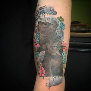 Adorable bear cubs by Charlotte Timmons. #neotraditional #bear #bearcub #flowers #CharlotteTimmons