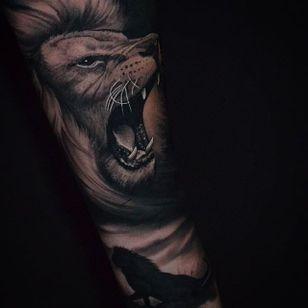 Roaring lion by Ben Thomas. #realism #blackandgrey #blackandgreyrealism #portrait #BenThomas #lion