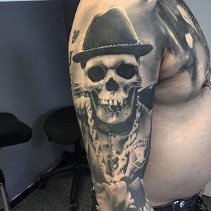 The most gangster West Coast skeleton ever by David Rinklin (IG—neonjudas). #DavidRinklin #blackandgrey #realism #skulls
