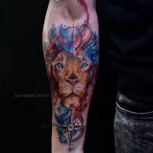 Por Guilherme Moraes #GuilhemeMoraes #brasil #brazil #brazilianartist #tatuadoresdobrasil #aquarela #watercolor #sketchstyle #colorido #colorful #leao #lion #bussola #compass