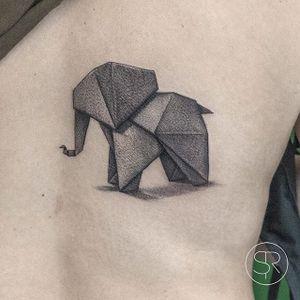 Origami Elephant by Sven Rayen (via IG-svenrayen) #geometric #blackandgrey #animal #origami #elephant #illustrative #svenrayen