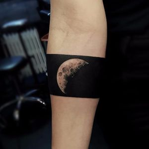 Dark Side of the Moon Tattoo by Fredrik #Fredrik #blackhandtattoo #blackandgrey #realism #realistic #blackout #band #moon #darksideofthemoon #pinkfloyd #musictattoo #bandtattoo #space #tattoooftheday