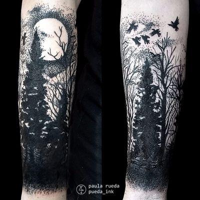 Tattoo por Paula Rueda! #PaulaRueda #tatuadorasbrasileiras #tattoobr #tattoodobr #tatuadorasdobrasil #blackwork #darkart #arvore #tree #lua #moon #floresta #forest