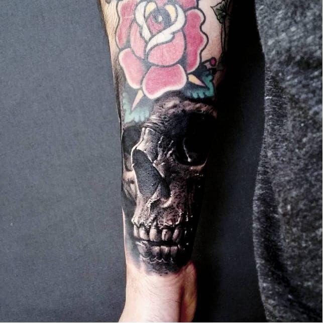 Realism black and grey skull tattoo by Piotrek Taton #PiotrekTaton #skull #realism #realistic #blackandgrey