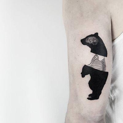 #MatteoNangeroni #gringo #blackwork #surrealism #surrealismo #urso #bear #osso #bones #brain #cerebro #esqueleto #skeleton
