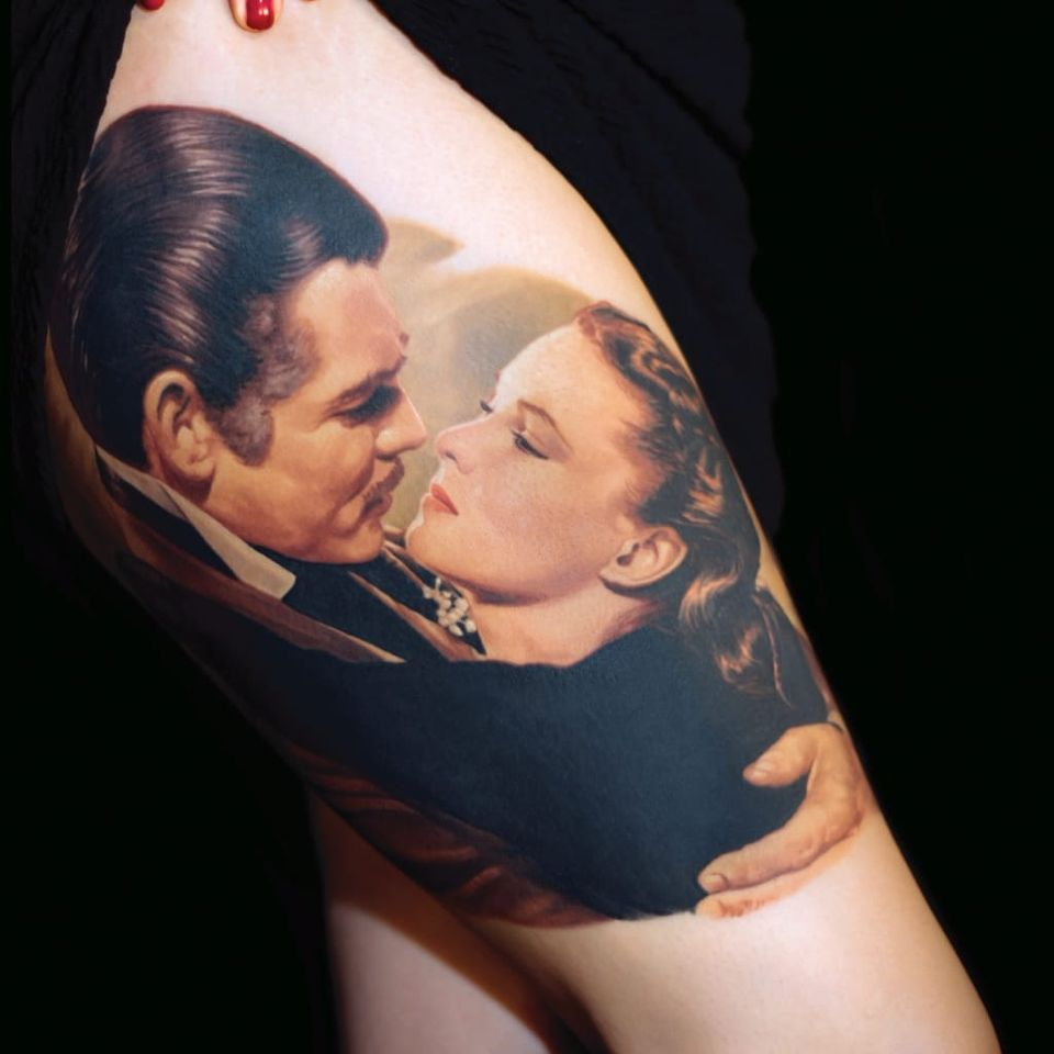 Scarlett O'Hara nos braços do amado #JamesTattooArt #ClassicosDoCinema #Filmes #movies #classicmovies #cinema #eoventolevou #gonewiththewind #scarlettohara #vivenleigh #clarkgable #realismo #realism #couple #love