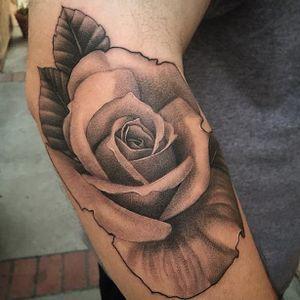Another solid rose via @juan_teyer #JuanTeyer #blackandgrey #rose #flowertattoo