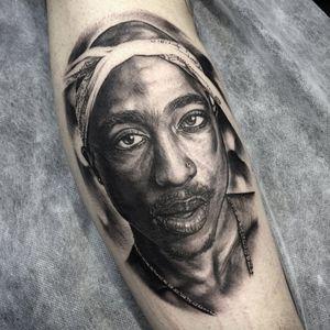 Tupac portrait. (via IG - eevz) #IvaChavez #Realism #Portrait #Celebrities #Tupac