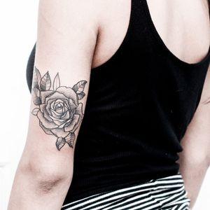 #flor #flower #GabrielBilotta #dontcrytattoo #pontilhismo #dotwork #fineline #blackwork #RioDeJaneiro #brasil #TatuadoresDoBrasil