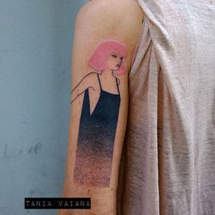 Beautiful tattoo by Tania Vaiana #TaniaVaiana #illustrative #minimalistic #pinkhair #woman