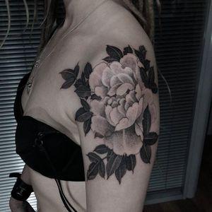 Flower. (via IG - nikolay_tereshenko) #nikolaytereshenko #blackandgrey #softblackandgrey #flower