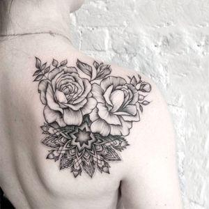 Mandala with flowers by Dasha Sumkina #dashasumkina #finelines #blackwork #dotwork #flower #floral #mandala #geometric #ornaments #linework