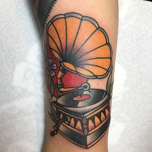 On the gramophone oh oh (via IG—kenny_tattooer) #phonograph #traditional #traditionaltattoo #boldwillhold