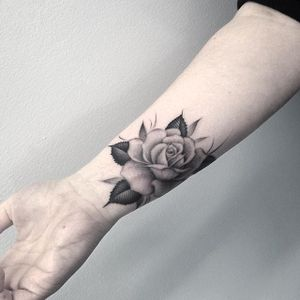 A gorgeous rose tattoo via lazerliz #rose #botanical #flower #blackandgrey #elizabethmarkov #bangbangnyc #feminine