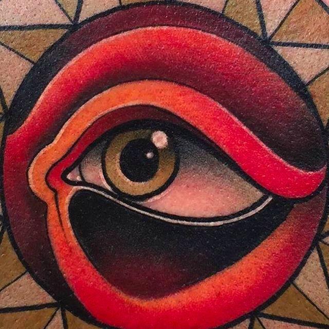 Close up photo of an Eye Tattoo by Kike Esteras @Kike.Esteras #KikeEsteras #Neotraditional #Neotraditionaltattoo #Barcelona #Eye