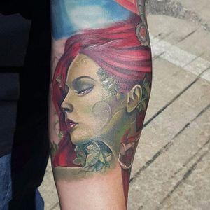 Maravilhosa Poison Ivy #Halo #GothamCitySirens #SereiasDeGotham #poisonivy #heravenenosa #dc #comic #cartoon #movie #filme #heroes #villains #badgirls #girlpower #redhead #ruiva #leafs #folhas
