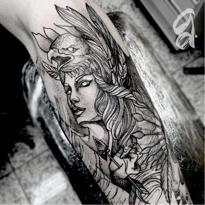 Guerreira. #GustavoAbreu #blackwork #fineline #sketch #TatuadoresDoBrasil #guerreira #warrior #flecha #arrow #aguia #eagle