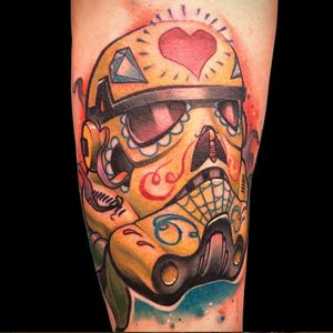 A Stormtrooper skull all decked out for Day of the Dead by Josh Peacock. (Via IG - joshpeacock_obe1) #JoshPeacock #watercolor #graffiti #illustrative #starwars #dayofthedead #sugarskull