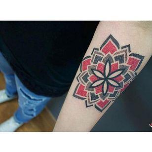 Dotwork Tattoo by Effedots #Dotwork #Geometric #DotworkGeometric #PatternTattoos #Effedots