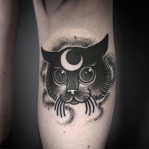 Laura Yahna Blackwork. #blackwork #spooky #dark #melancholy #creepy #cat #blckwrk #btattoing