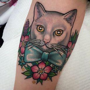 Kitty wearing a bow tie. Tattoo by Sami Locke. #traditional #cat #bowtie #flowers #SamiLocke