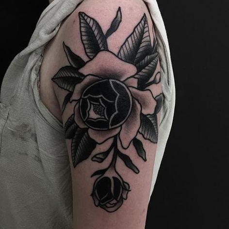 Flower. (via IG - wastedhappyyouth) #traditional #blacktraditional #blacktattoo #lucaswagner #flower