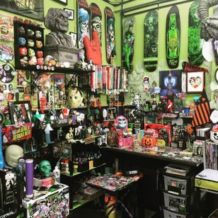 In love with Allan Graves' work station! Anyone else?! #AllanGraves #haunted #horror #halloween #workshop #workplace #workstation
