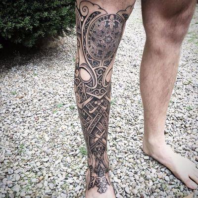 Fechamento de perna sensacional #SeanParry #viking #nordic #nordico #vikingstyle #tatuagemviking #culturanordica #mitologianordica #blackwork #dotwork #pontilhismo