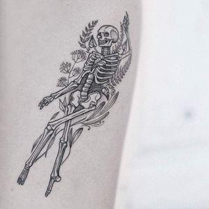 Death tattoo by Uls Metzger. #UlsMetzger #dotwork #pointillism #blackwork #death #skeleton
