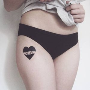 Heart tattoo by Iria Alcojor #IriaAlcojor #ignorantstyle #naive #blackwork #heart #chain